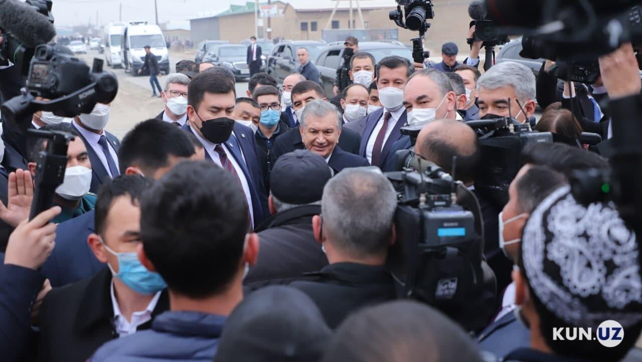 «Ваши слова сюда не доходят»: обнародованы кадры встречи президента с жителями махалли